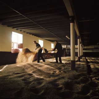 balvenie_malt_turning_distillery_speyside_scotland