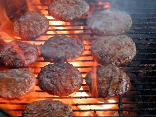 Hamburgers_burgers_on_charcoal_Grill_over_flame